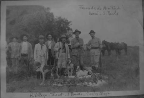 Carlos Ribeiro Justiniano Chagas (in center) with a group of friends after a hunting expedition, on a property at Rio Pardo, Avare, Sao Paolo (Archives of the Instituto Oswaldo Cruz)